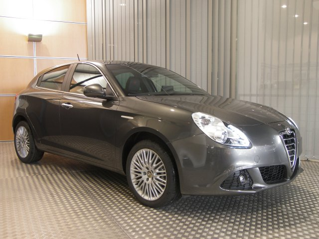 alfa romeo giulietta 2 0 jtdm 140 ch s s distinctive 11200196. Black Bedroom Furniture Sets. Home Design Ideas