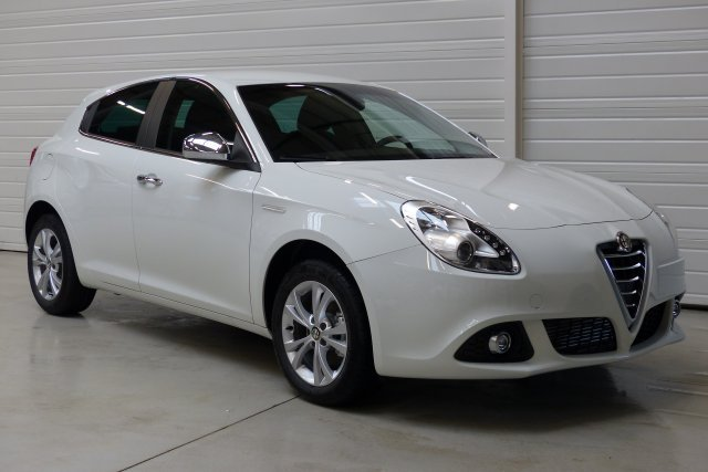alfa romeo giulietta neuf brest 1 6 jtdm 120 ch s s distinctive noir etna finist re bretagne. Black Bedroom Furniture Sets. Home Design Ideas