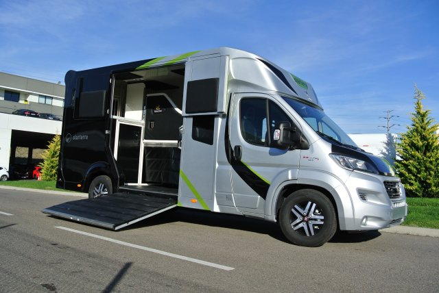 camion chevaux aml horsebox 5 places fiat ducato mjt 180 xxl e6 11701707 starterre equestre. Black Bedroom Furniture Sets. Home Design Ideas