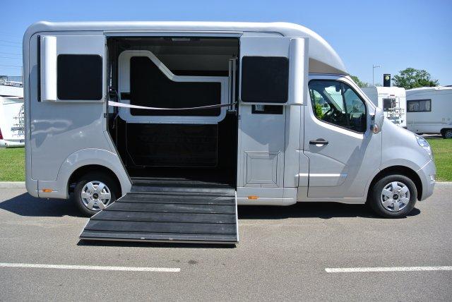 camion chevaux stx standard 5 places renault master dci 170 l3 11700541 starterre equestre. Black Bedroom Furniture Sets. Home Design Ideas