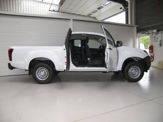 d-max 4x4 space 2 5 cab 35 satellite clim