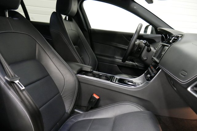annonce JAGUAR XE 2.0 D - 180 AWD R-Sport A neuf Brest Bretagne