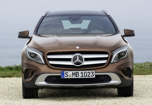 mercedes classe gla occasion brest 220 d 4 matic sensation 7 g dct a noir cosmos finist re. Black Bedroom Furniture Sets. Home Design Ideas
