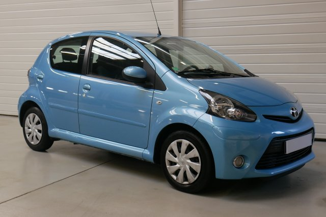 toyota aygo mc2 2014 occasion brest aygo 1 0 vvt i dynamic bleu finist re bretagne. Black Bedroom Furniture Sets. Home Design Ideas