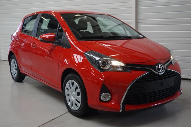 toyota yaris neuf brest 69 vvt i dynamic rouge chilien finist re bretagne. Black Bedroom Furniture Sets. Home Design Ideas