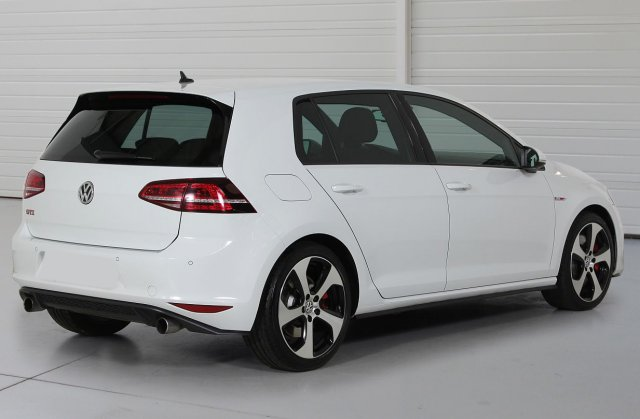 volkswagen golf vii occasion brest 2 0 tsi 230 bluemotion technology gti peformance blanc. Black Bedroom Furniture Sets. Home Design Ideas