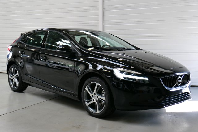 volvo v40 nouvelle neuf brest t3 152 momentum noir onyx finist re bretagne. Black Bedroom Furniture Sets. Home Design Ideas